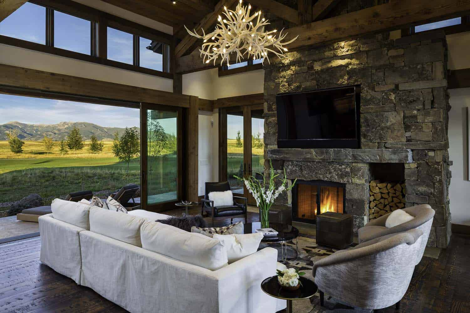 Family retreat blends modern rustic with rocky mountain views for Mountain modern design