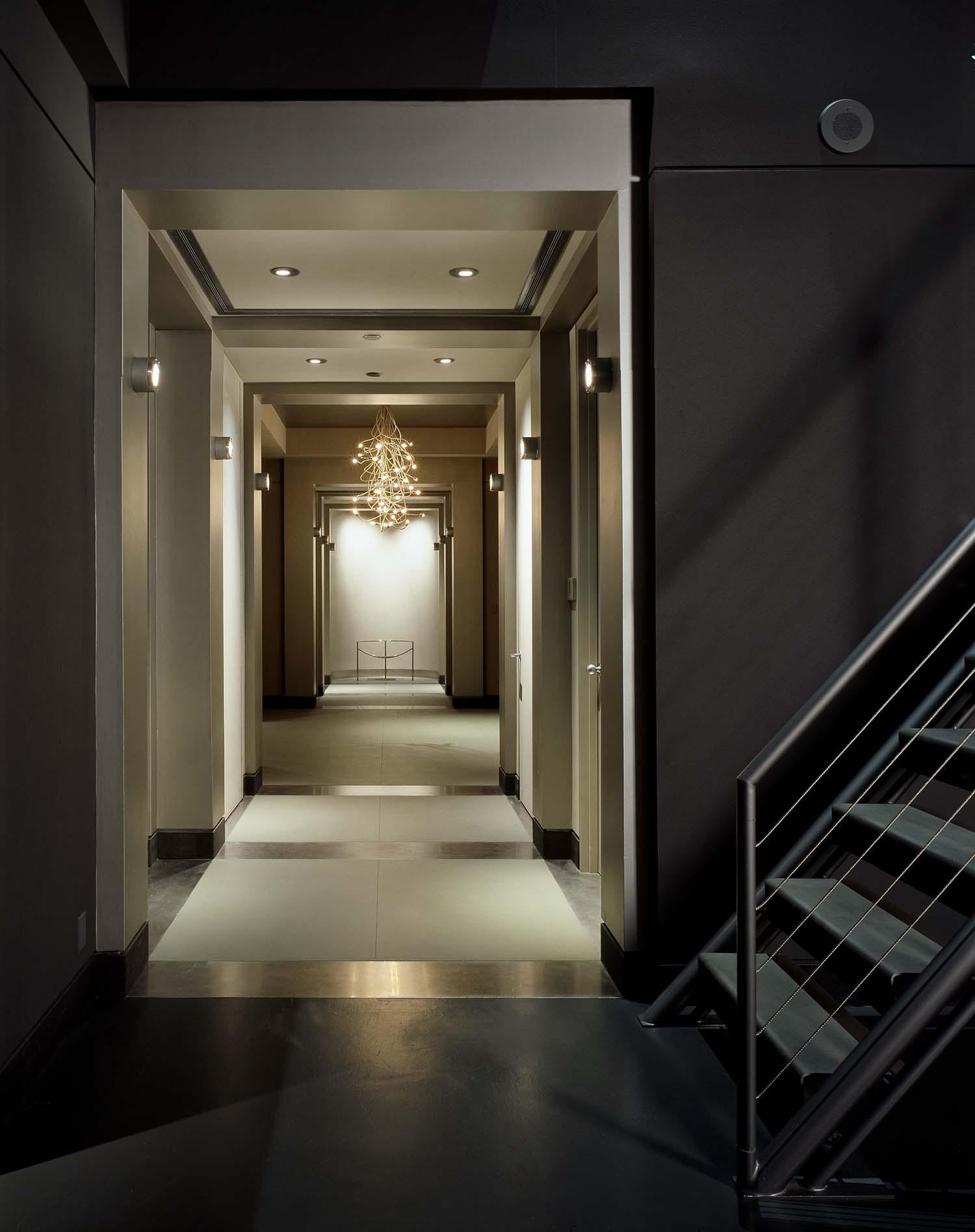Minimalist Penthouse Apartment-Rocky Rochon Design-04-1 Kindesign