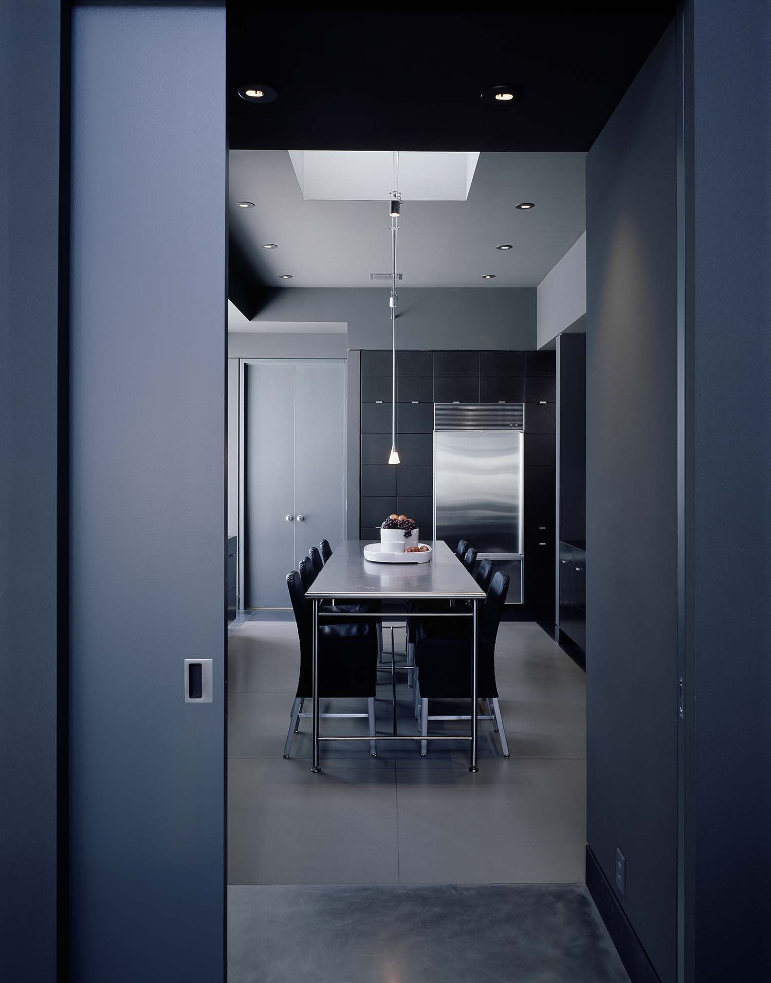 Minimalist Penthouse Apartment-Rocky Rochon Design-05-1 Kindesign