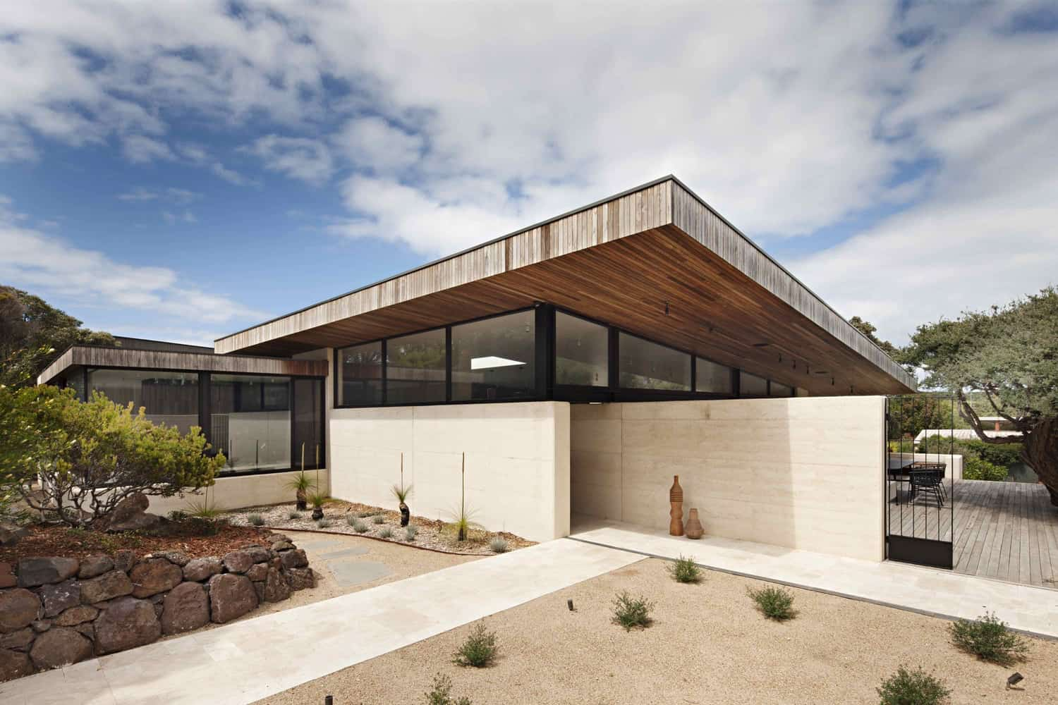 Coastal home in australia showcases rammed earth and timber for Home building architects