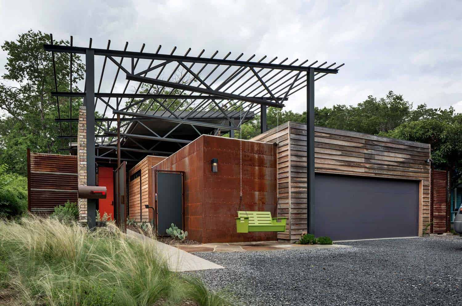Modern Industrial Home-Domiteaux Baggett Architects-01-1 Kindesign