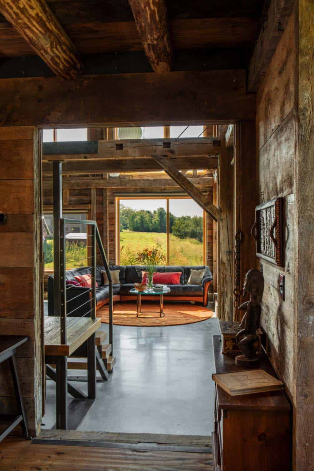 Carriage Barn Converted Into Breathtaking Guesthouse In Vermont