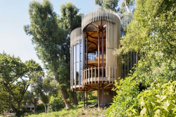 featured posts image for South African tree house hideaway surrounded by forest-like gardens
