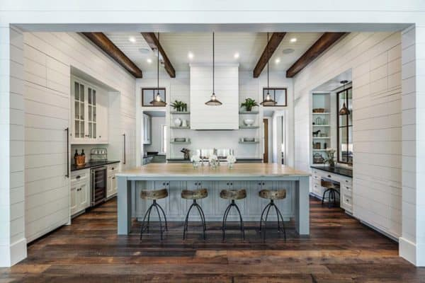 featured posts image for Luminous and airy lake house in South Carolina: Bright Water Bay