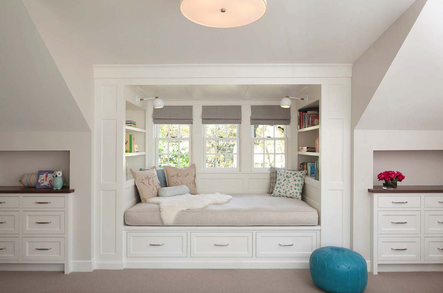 Cozy Reading Nooks For Lounging-24-1 Kindesign