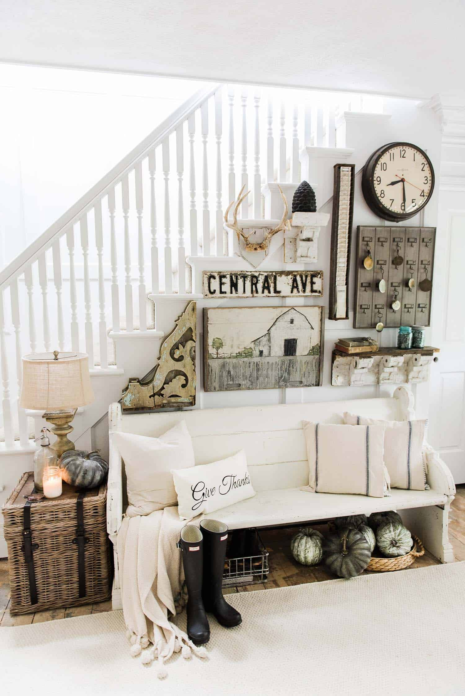 Fall Inspired Entryway Decorating Ideas 01 1 Kindesign