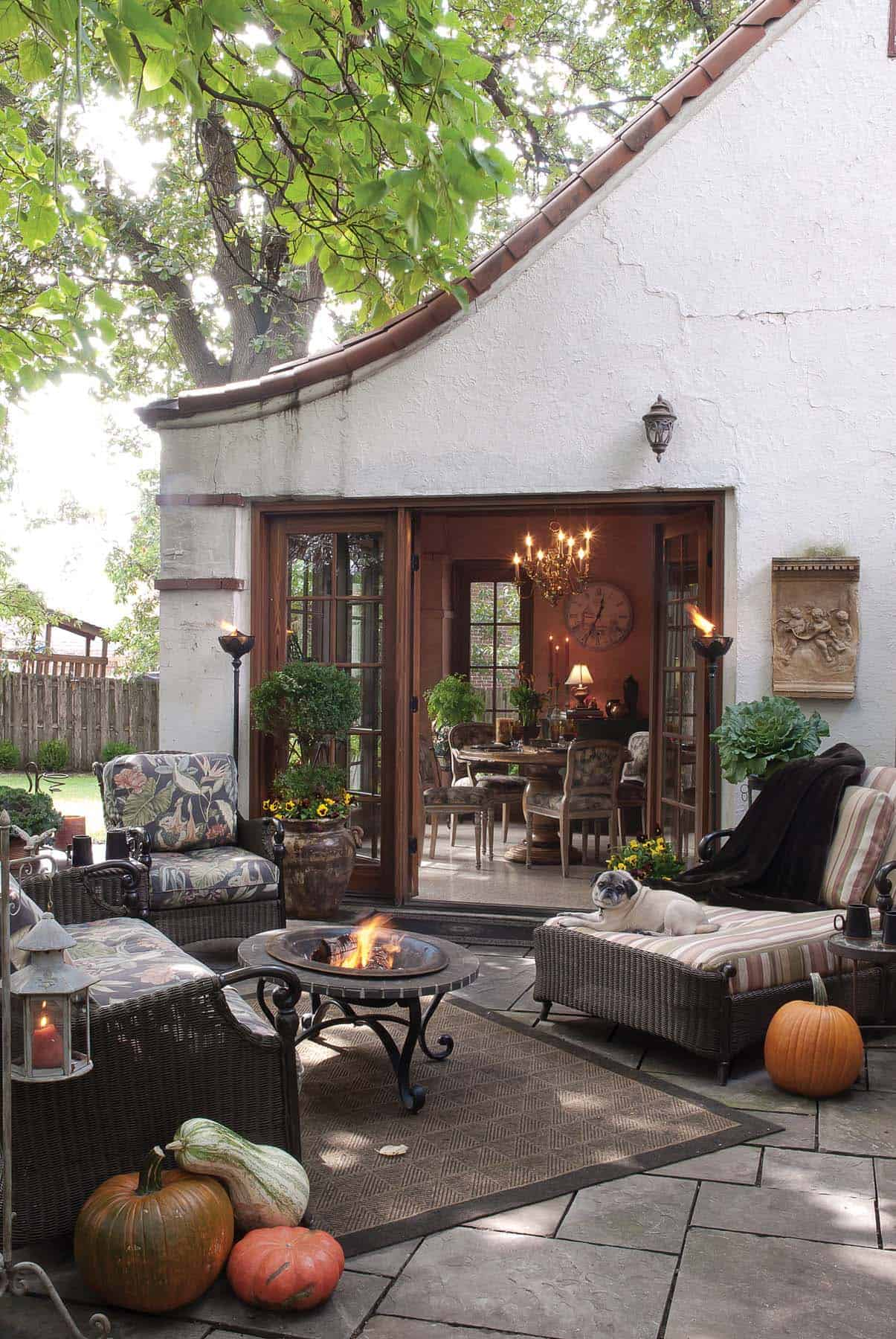 Fall-Inspired Outdoor Living Spaces-04-1 Kindesign