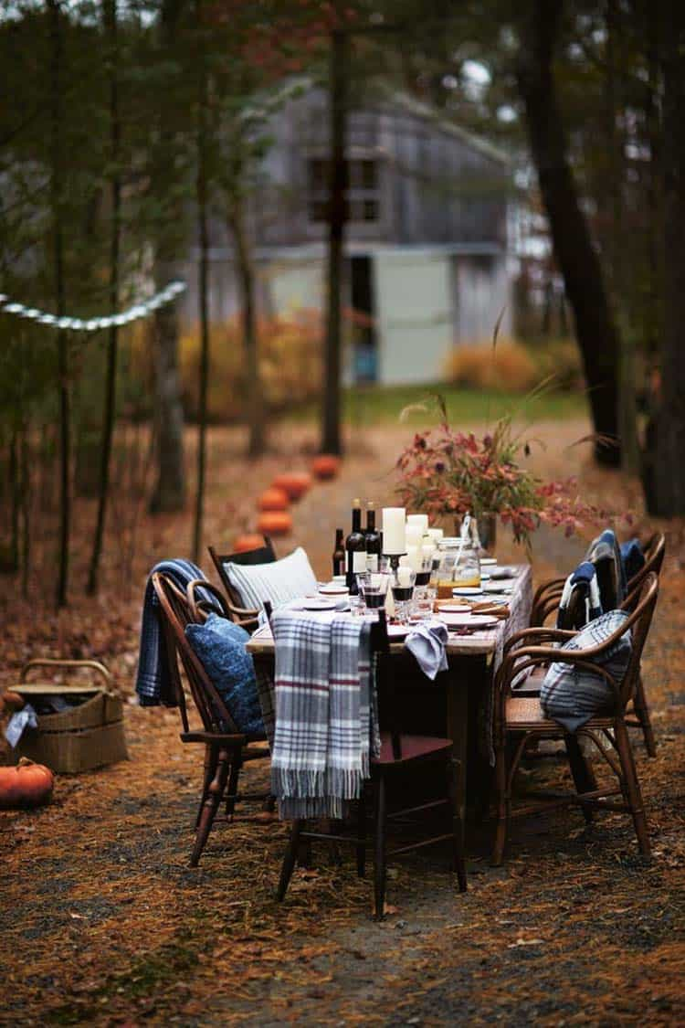 Fall-Inspired Outdoor Living Spaces-21-1 Kindesign