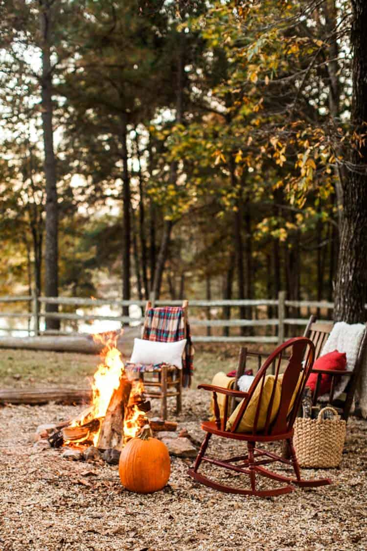 Fall-Inspired Outdoor Living Spaces-23-1 Kindesign