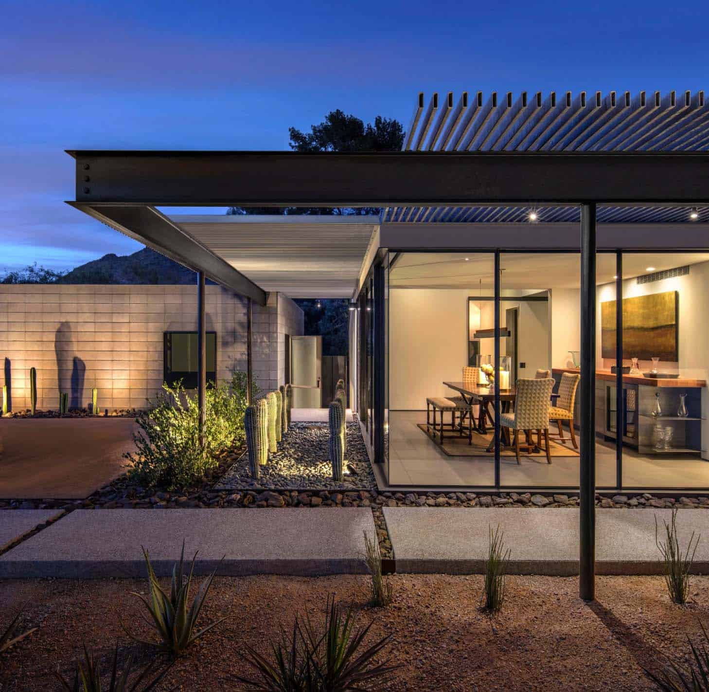 Modernist sonoran desert home flooded with natural light for Home architecture