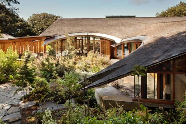 featured posts image for Contemporary home set on wooded hillside along the Oregon coast