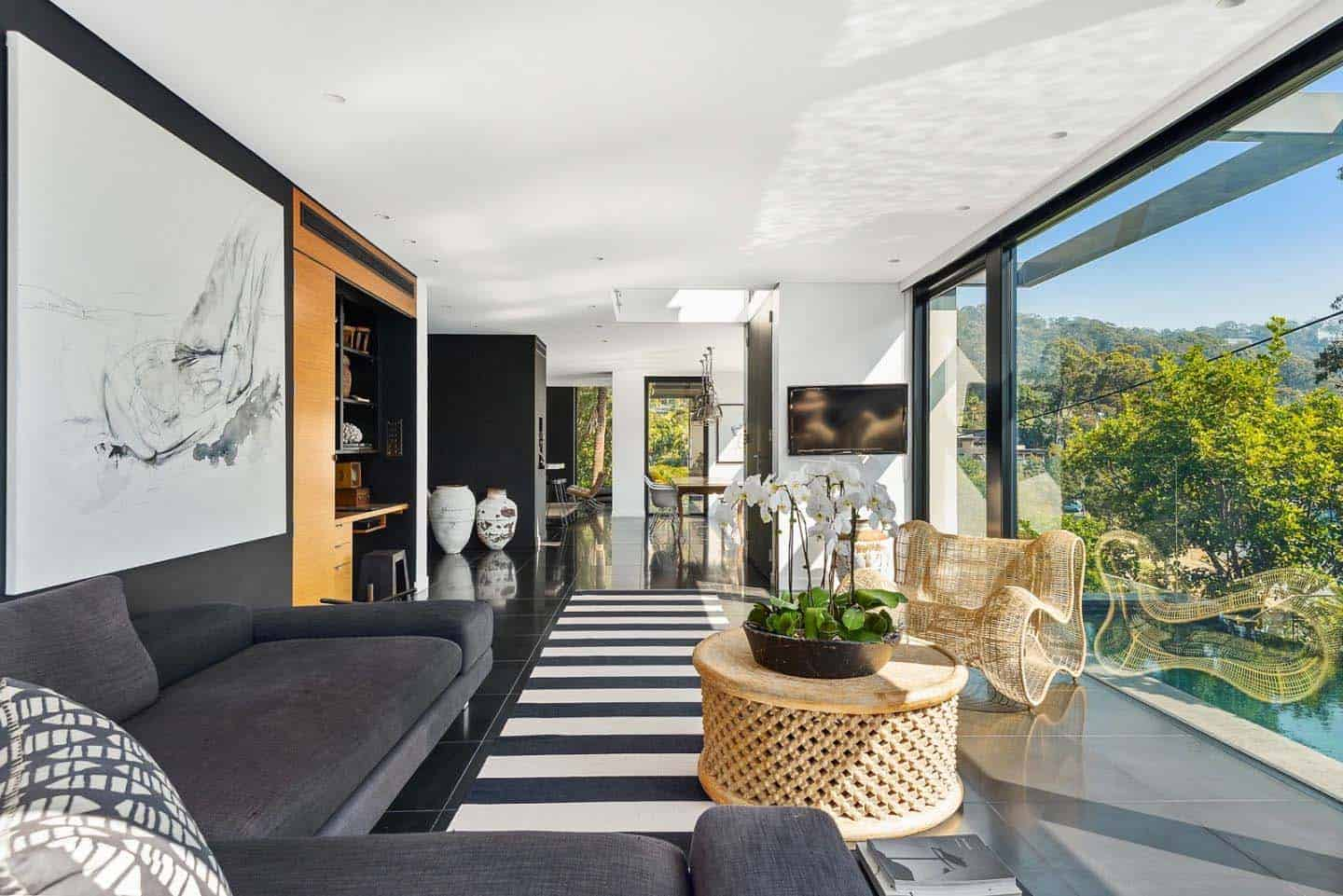 Breathtaking contemporary home of steel, glass and concrete in Australia