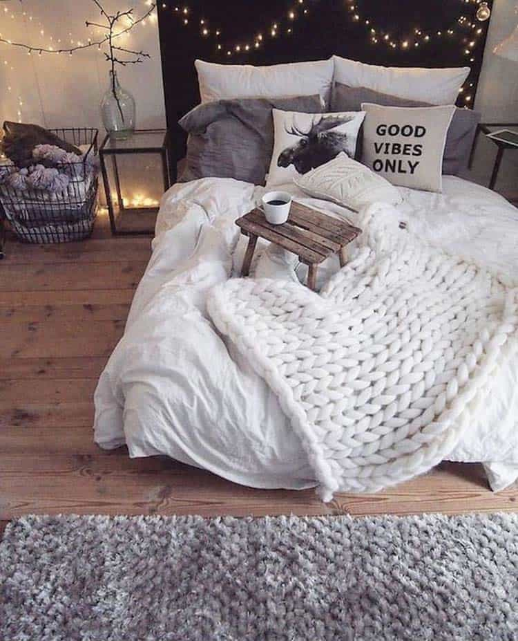 Cozy Fall-Inspired Bedrooms-01-1 Kindesign