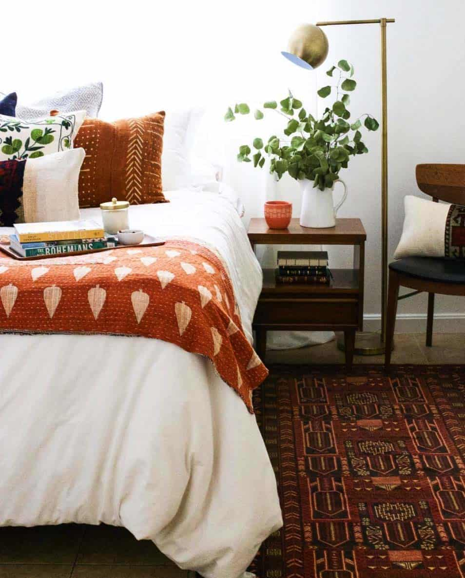 Cozy Fall-Inspired Bedrooms-02-1 Kindesign