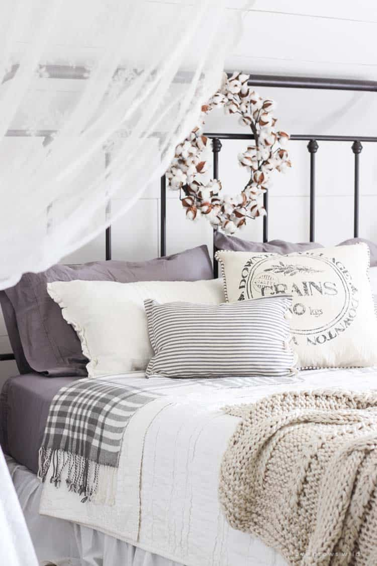 Cozy Fall-Inspired Bedrooms-14-1 Kindesign