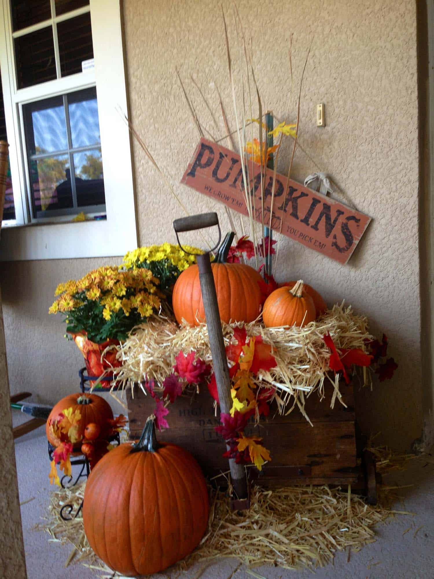 Fall Front Door Decorating Ideas-16-1 Kindesign