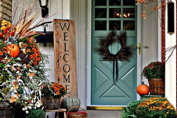featured posts image for 40 Amazing ways to decorate your front door with fall style