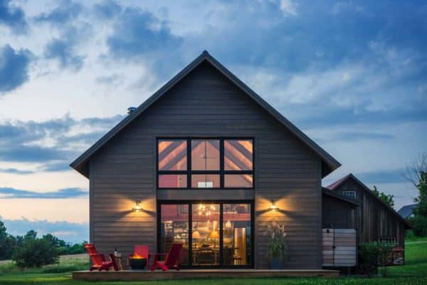featured posts image for Small and cozy modern barn house getaway in Vermont