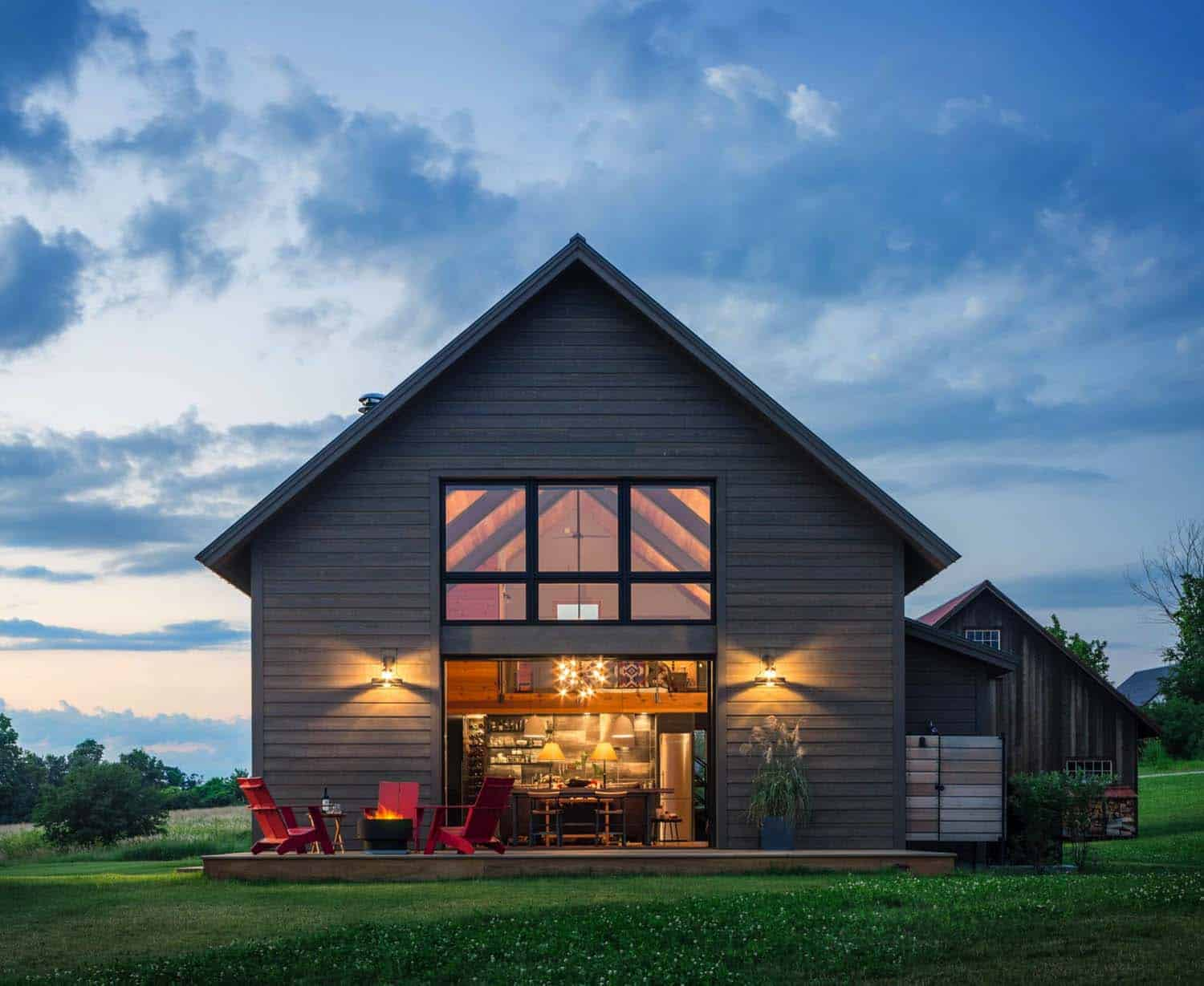Small and cozy modern barn house getaway in vermont for Modern barn home plans