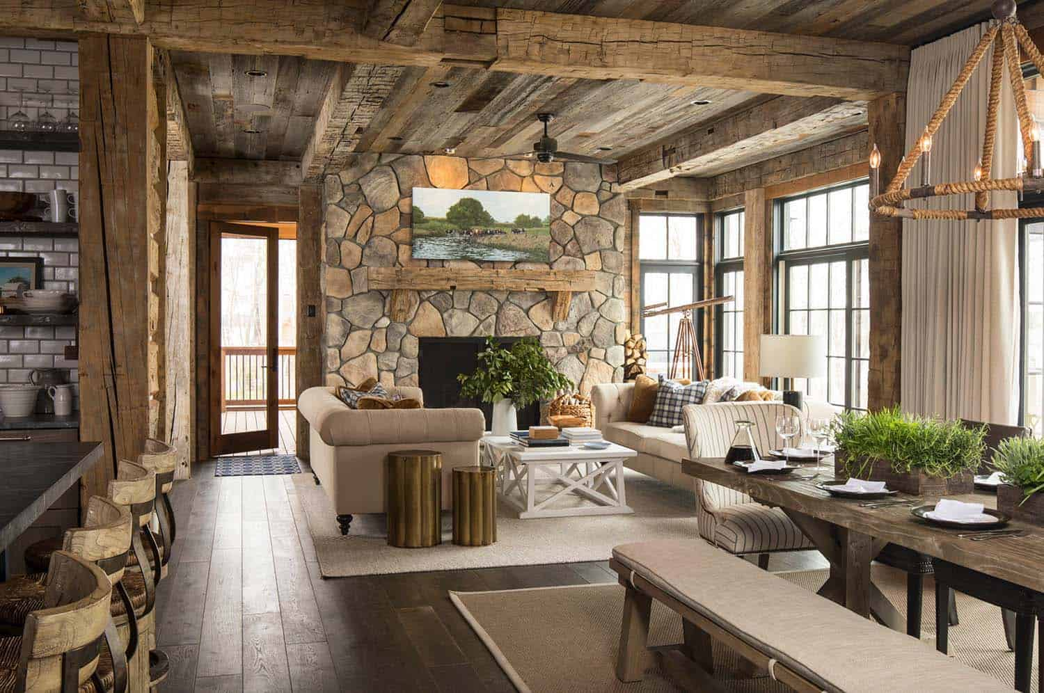 Rustic lakeside retreat in wisconsin features inviting for Maison en pierre et bois