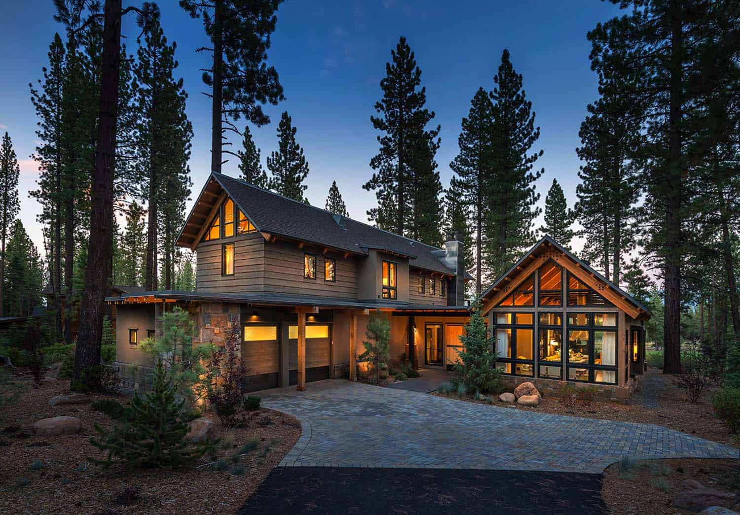Rustic mountain house with a modern twist in truckee for Mountain houses