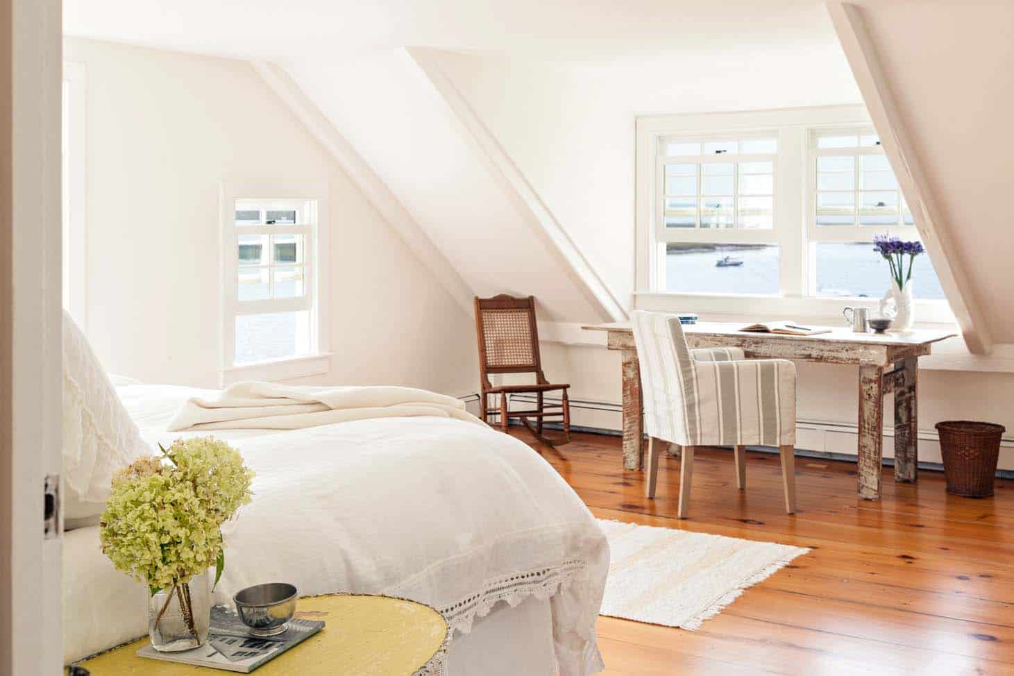Cape Cod-Style Cottage Interiors-06-1 Kindesign.jpg