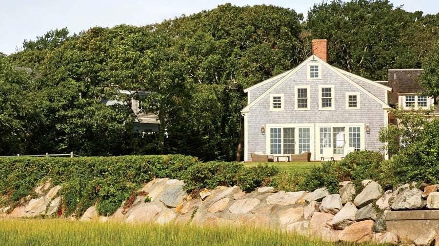 Cape Cod-Style Cottage Interiors-11-1 Kindesign.jpg