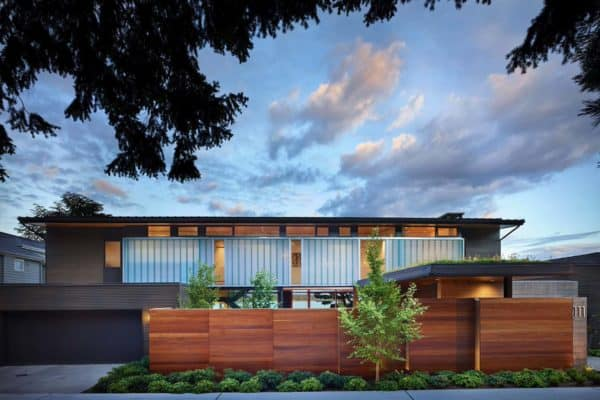 featured posts image for Breathtaking courtyard house offers serene views over Lake Washington