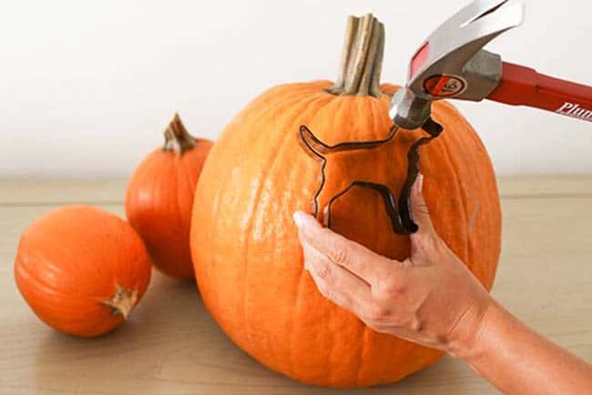 Creative Halloween Pumpkin Carving Ideas-01-1 Kindesign