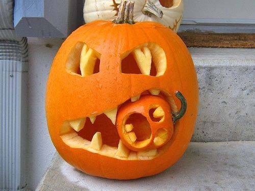 Creative Halloween Pumpkin Carving Ideas-08-1 Kindesign.jpg