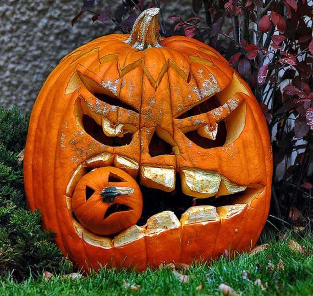 Creative Halloween Pumpkin Carving Ideas-18-1 Kindesign