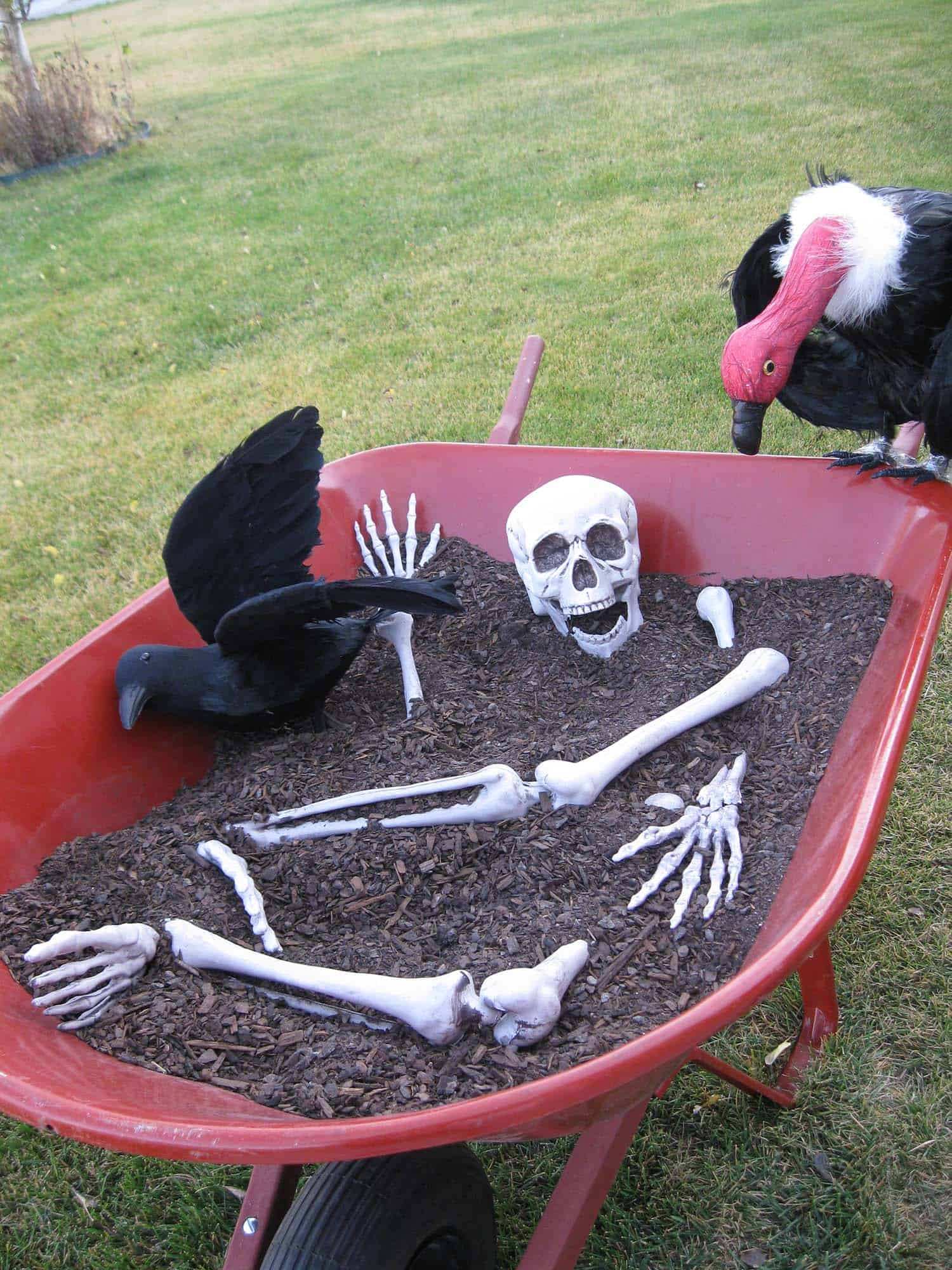 Creepy Outdoor Halloween Decorating Ideas-13-1 Kindesign