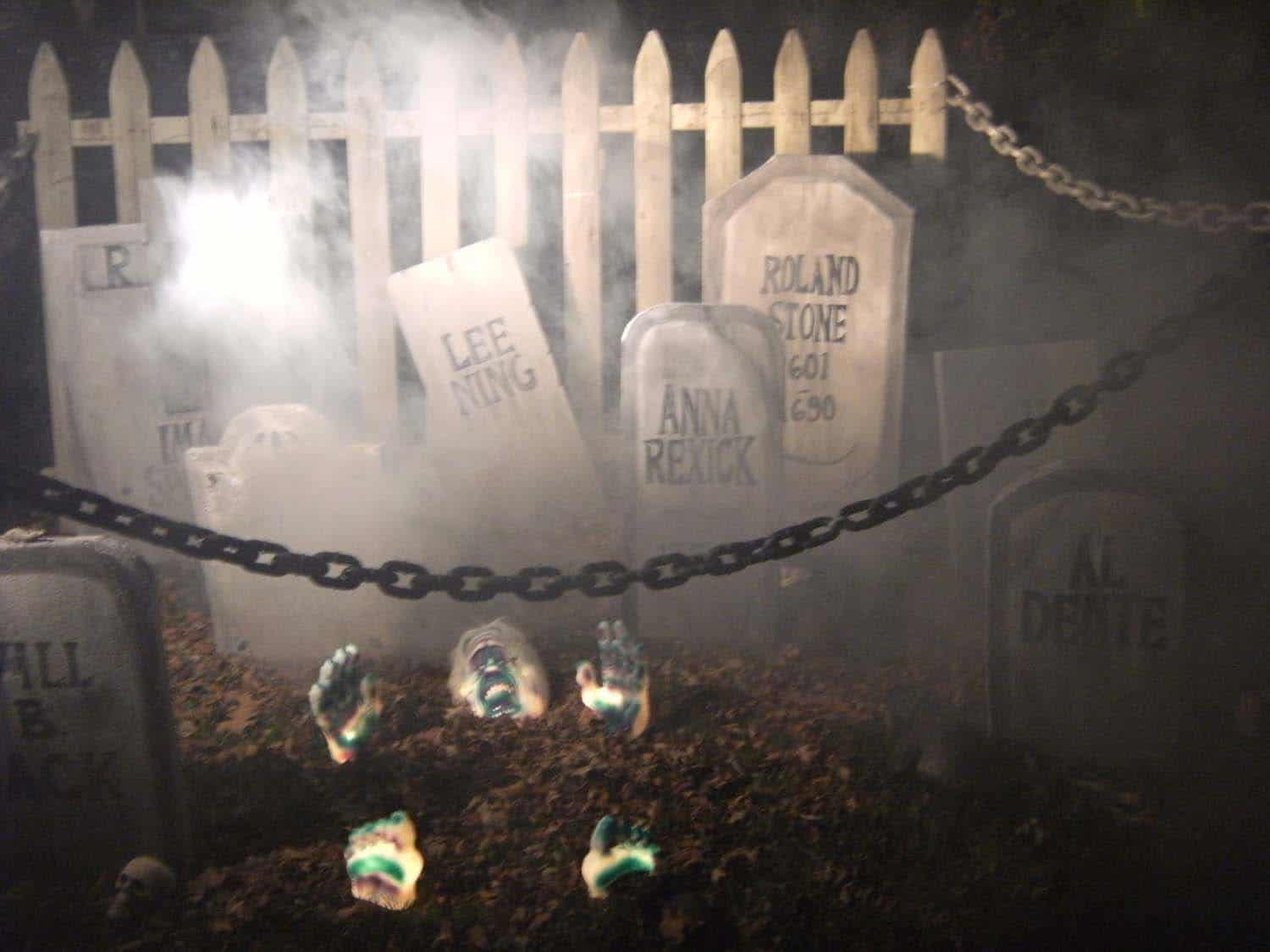 creepy outdoor halloween decorating ideas 04 1 kindesign - Nightmare Before Christmas Outdoor Halloween Decorations