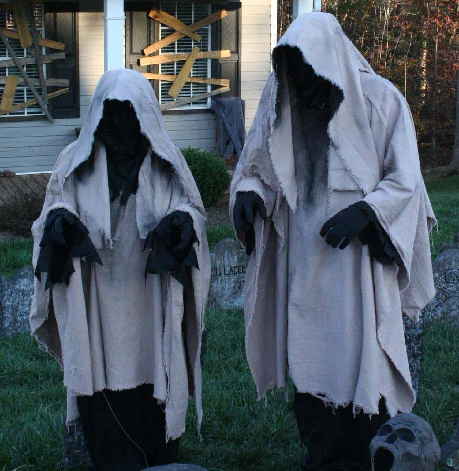 Creepy Outdoor Halloween Decorating Ideas-05-1 Kindesign
