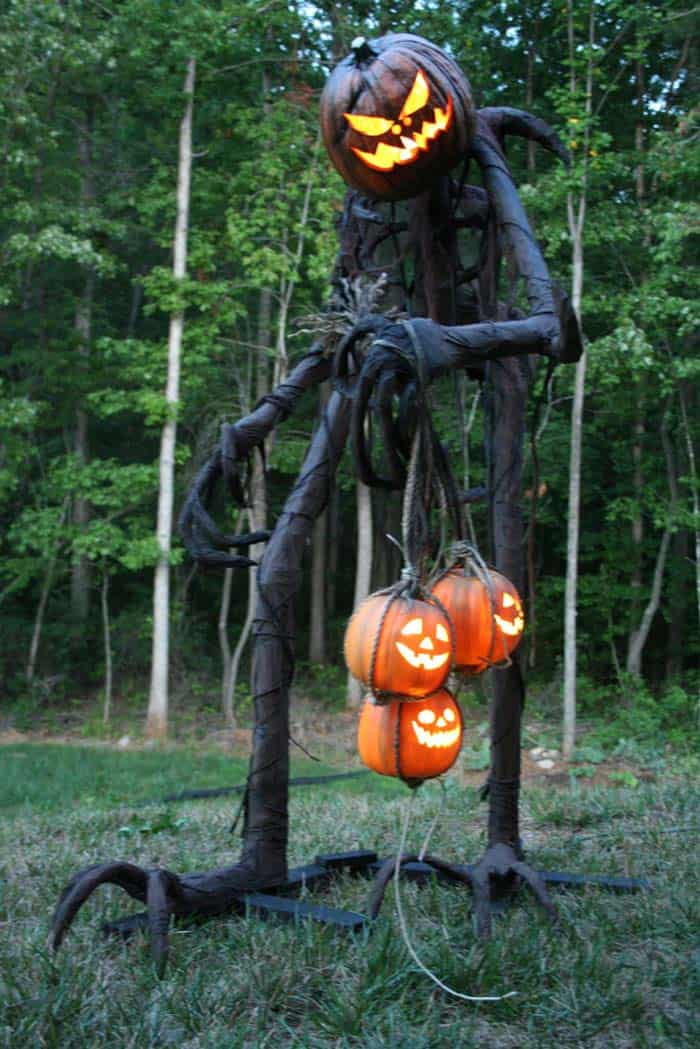 Creepy Outdoor Halloween Decorating Ideas-08-1 Kindesign