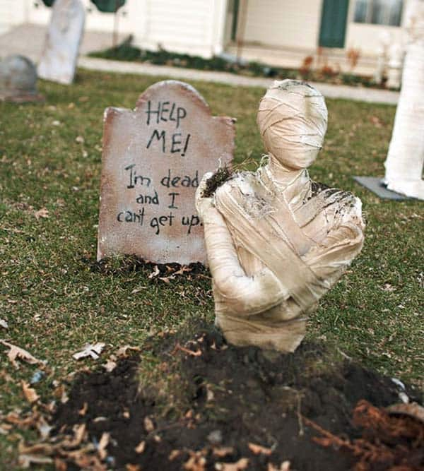 Creepy Outdoor Halloween Decorating Ideas-10-1 Kindesign