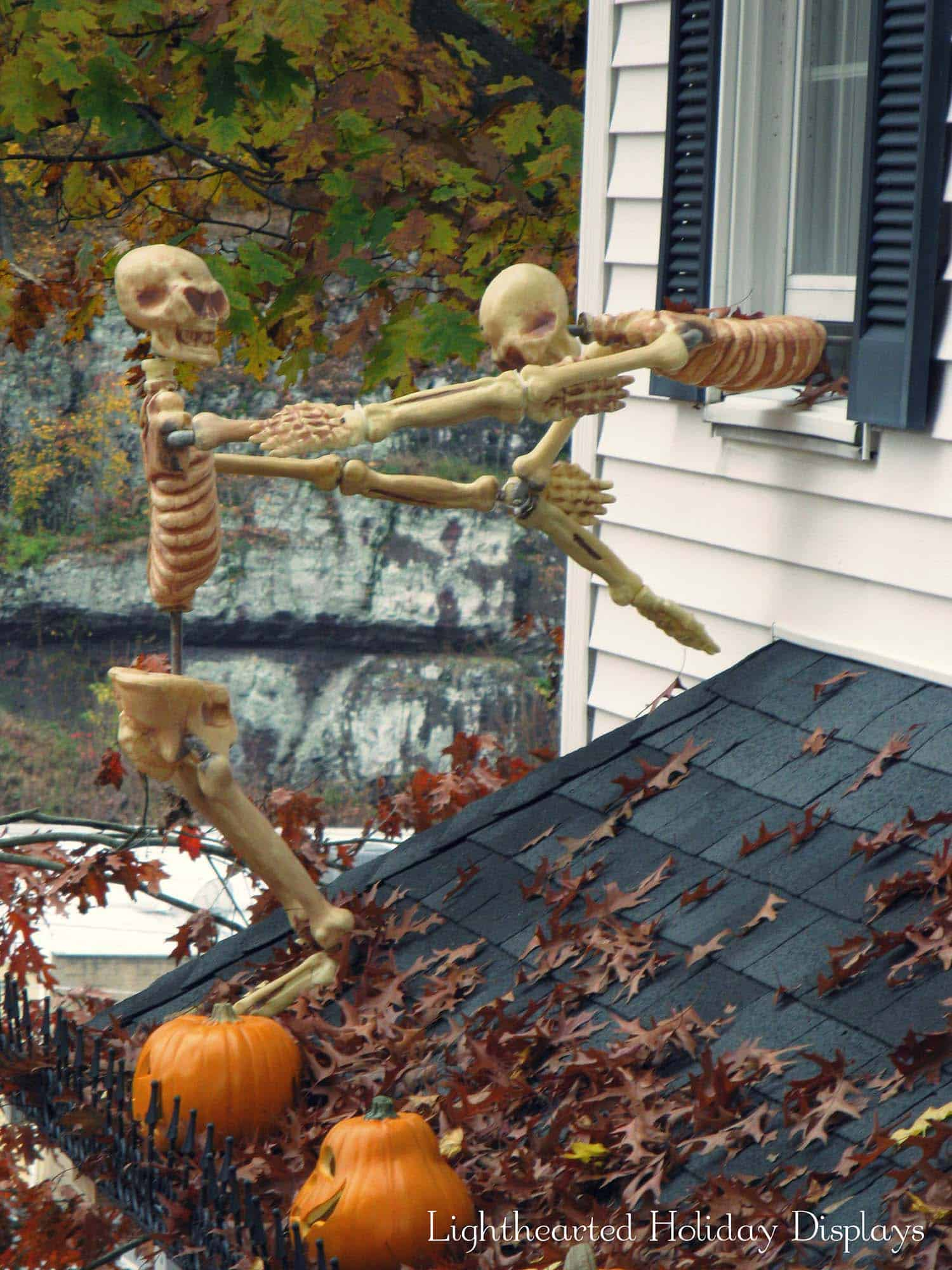 21 incredibly creepy outdoor decorating ideas for halloween for Scary halloween home decorations