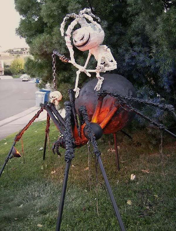 Creepy Outdoor Halloween Decorating Ideas-21-1 Kindesign