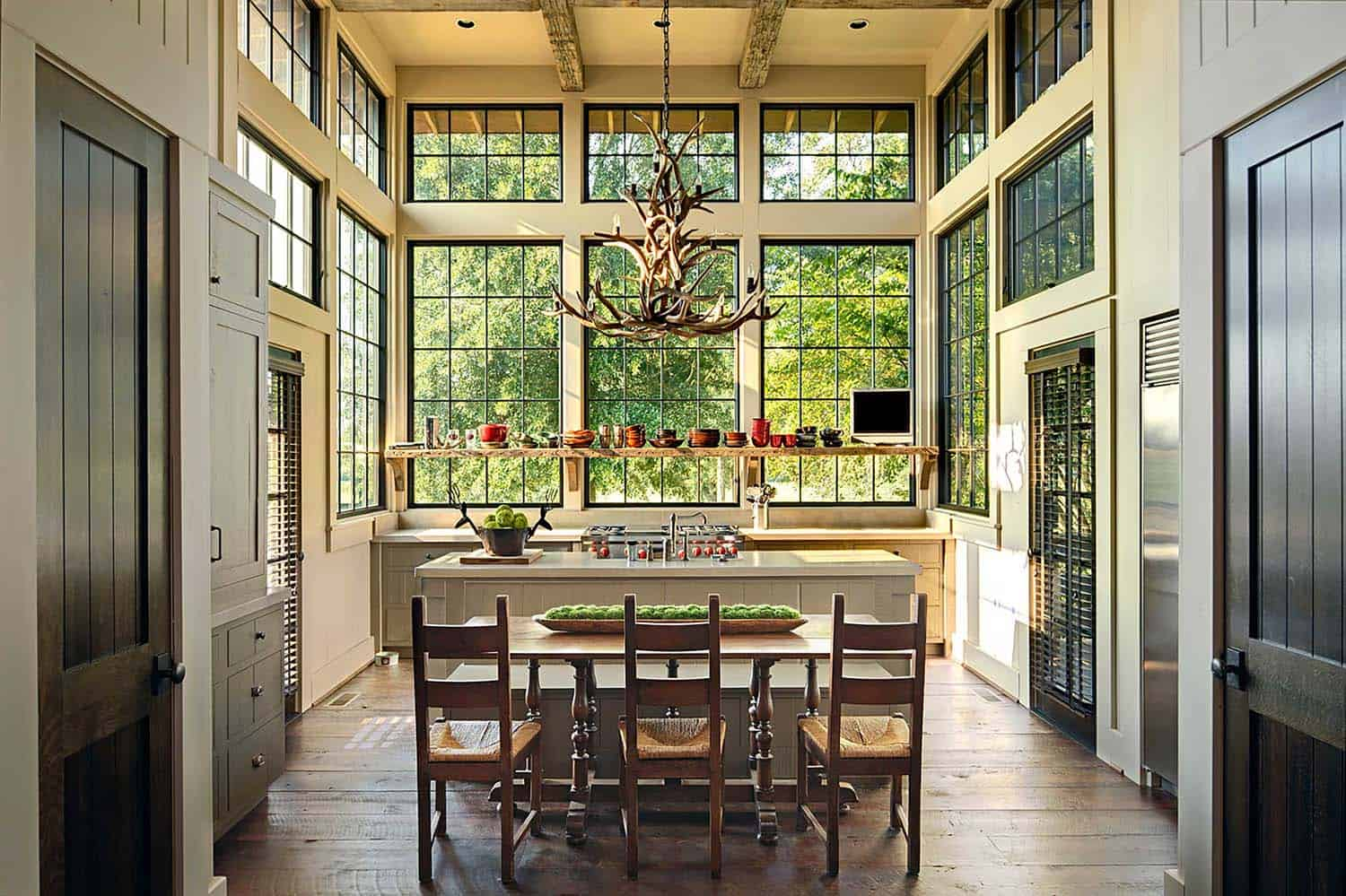 Rustic-Modern Farmhouse-Jeffrey Dungan Architects-02-1 Kindesign
