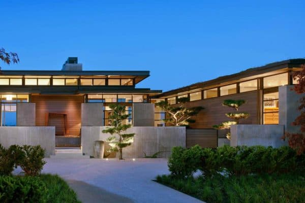 featured posts image for Breathtaking home nestled on a bluff overlooking Lake Washington