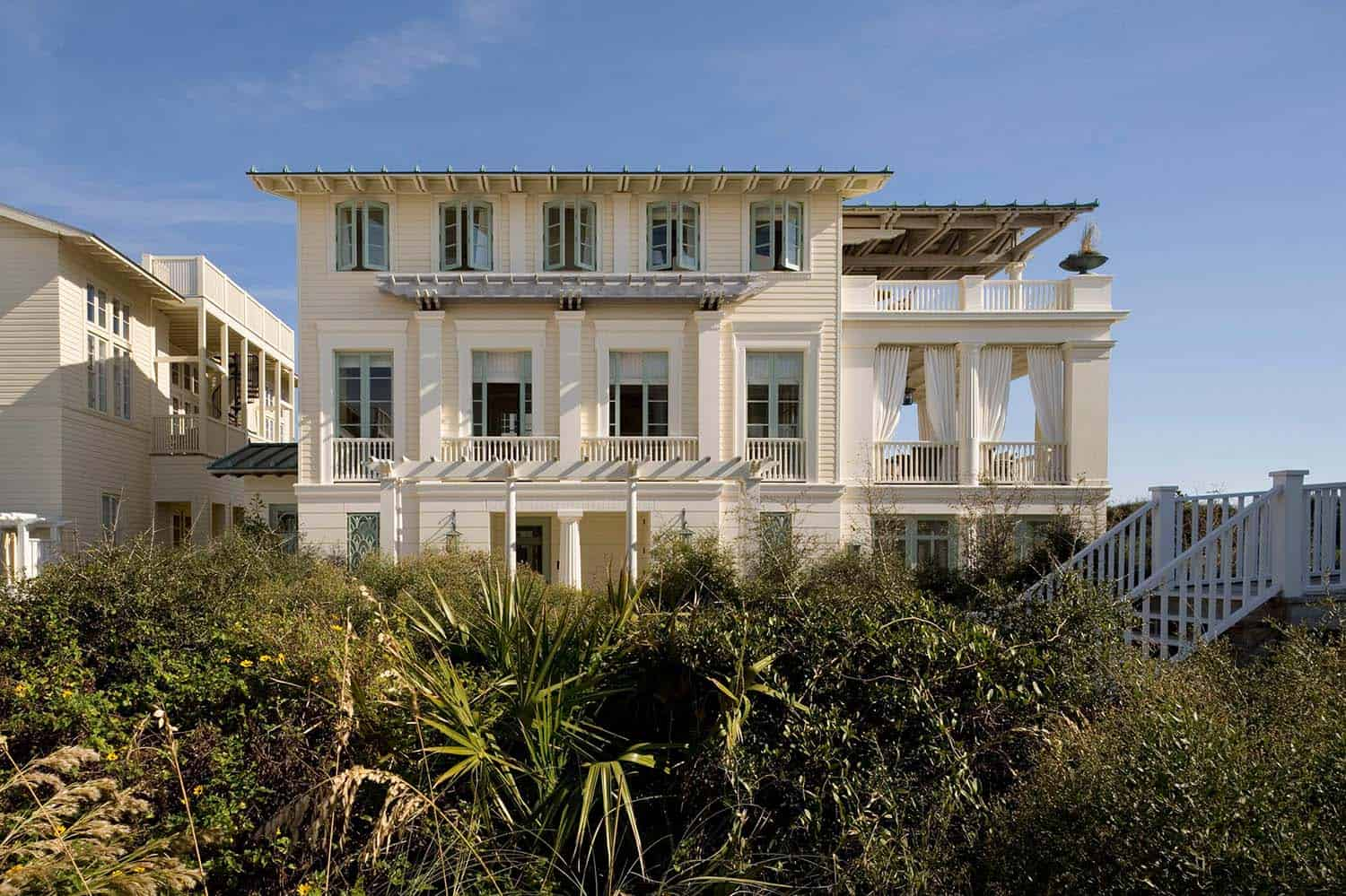 Charming Seaside House-Robert AM Stern Architects-02-1 Kindesign