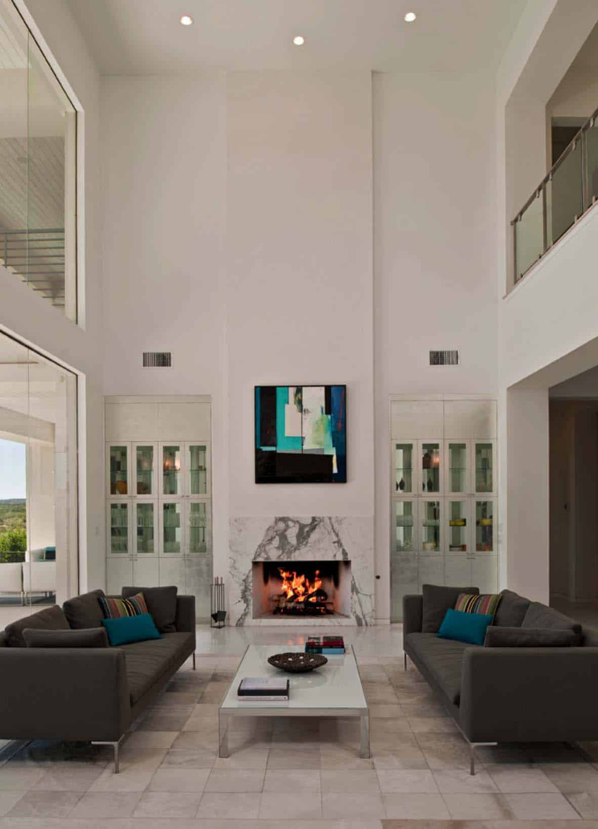 Coastal Contemporary Home In Austin Showcases Fascinating