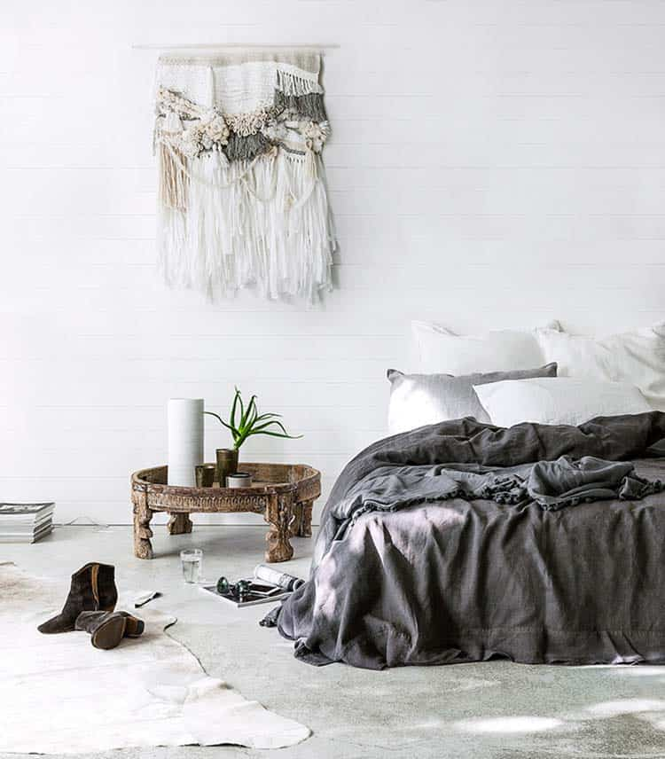 Cozy Bedroom Decorating Ideas For Winter-28-1 Kindesign