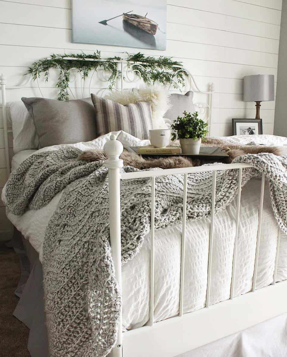 Cozy Bedroom Decorating Ideas For Winter greenery