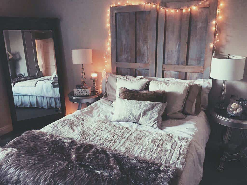 33 ultra cozy bedroom decorating ideas for winter warmth for Bedroom ideas hanging pictures