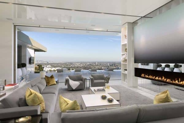 featured posts image for Opulent modern estate offers impressive views over downtown LA