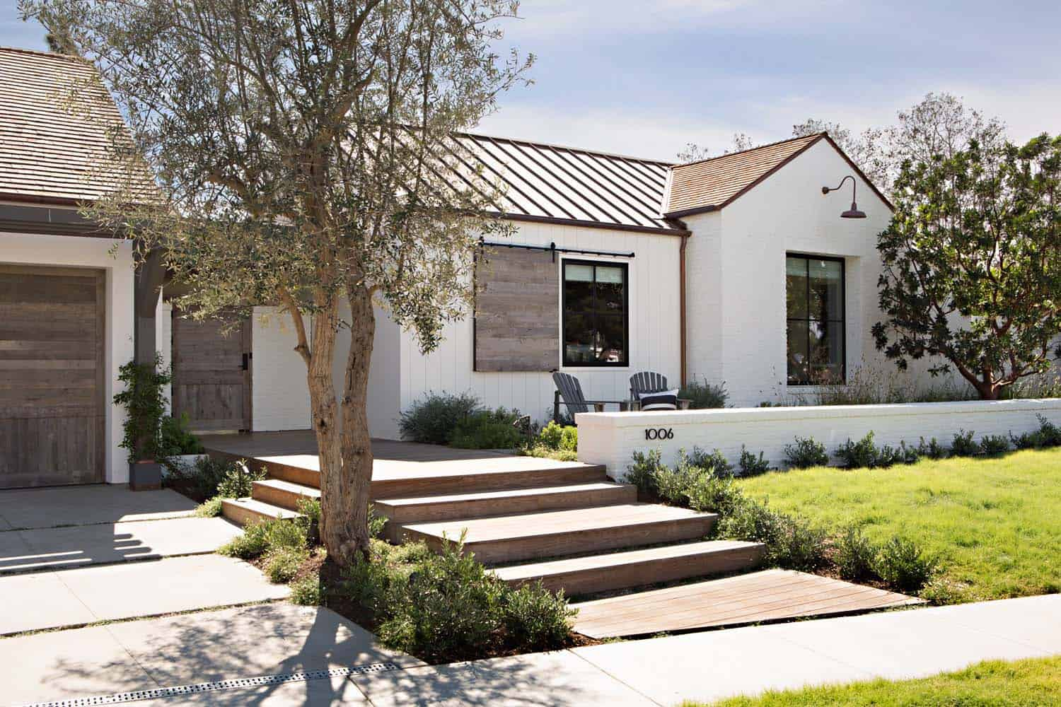 Chic modern farmhouse in newport beach with emphasis on for Architectural designs farmhouse