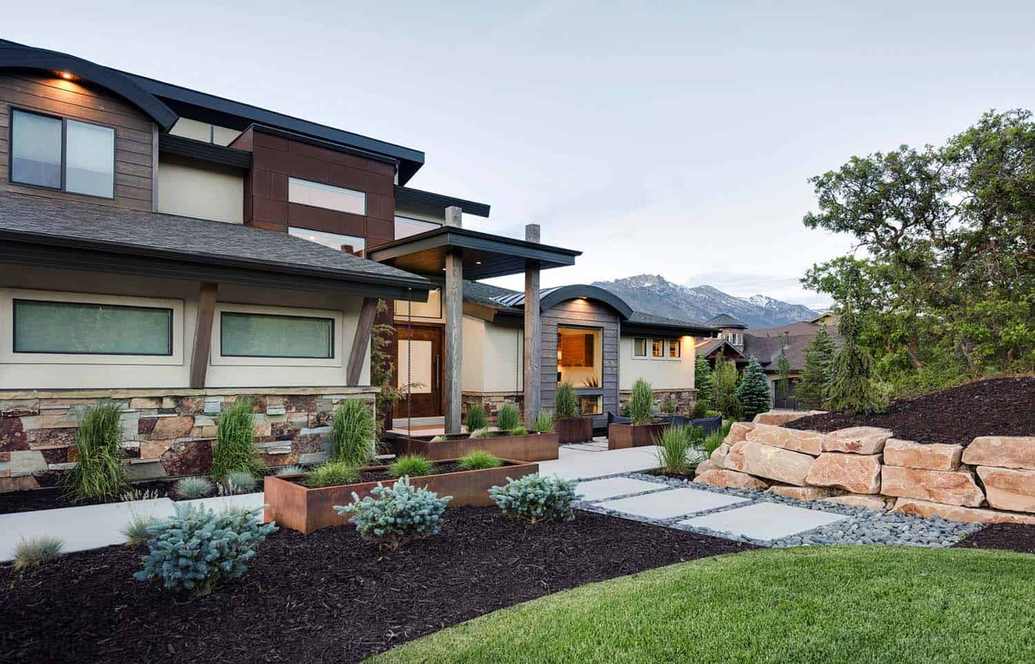 Luminous home in utah blending rustic and modern details Modern homes in utah