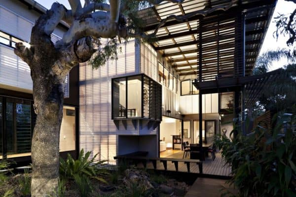featured posts image for Tropical coastal dwelling merges indoor-outdoor living in Australia