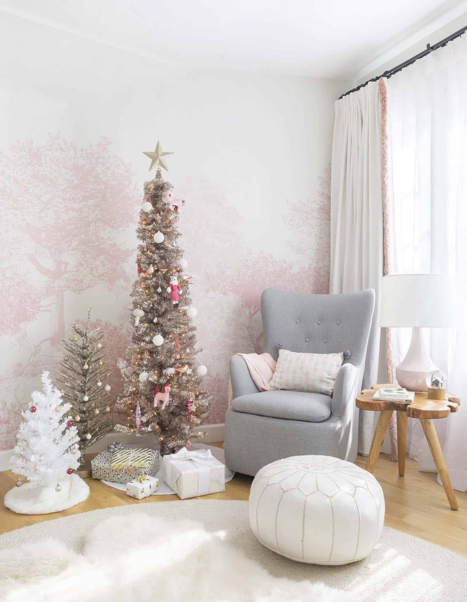 Amazing Christmas Decorating Trees-02-1 Kindesign